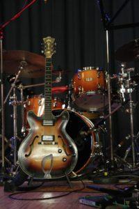 Gitarre und Drums